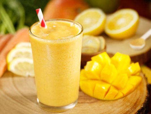Смузи из анансов и манго
