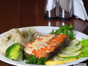 Блюда при псориазе: сёмга и овощи
